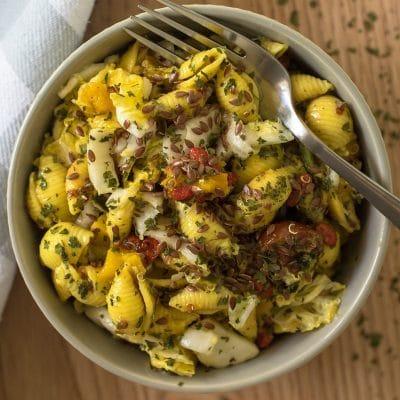 Salade de pâtes au basilic et tomates
