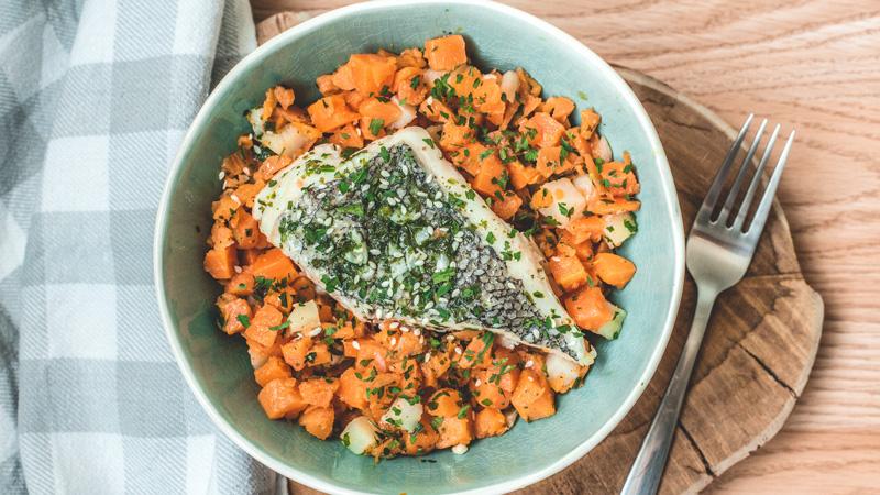 photo de plat du merlu aux 5 épices accompagné de ses carottes sautées