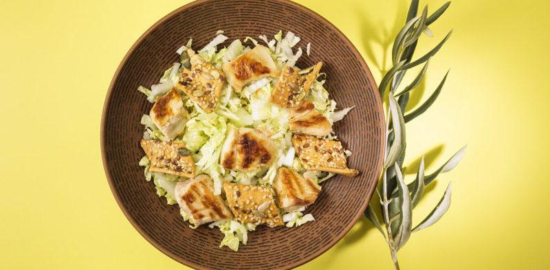 photo salade césar mini crackers et salade iceberg