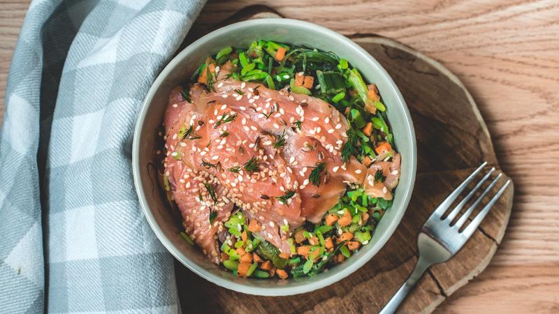 photo saumon fumé accompagné de ses légumes de la mer