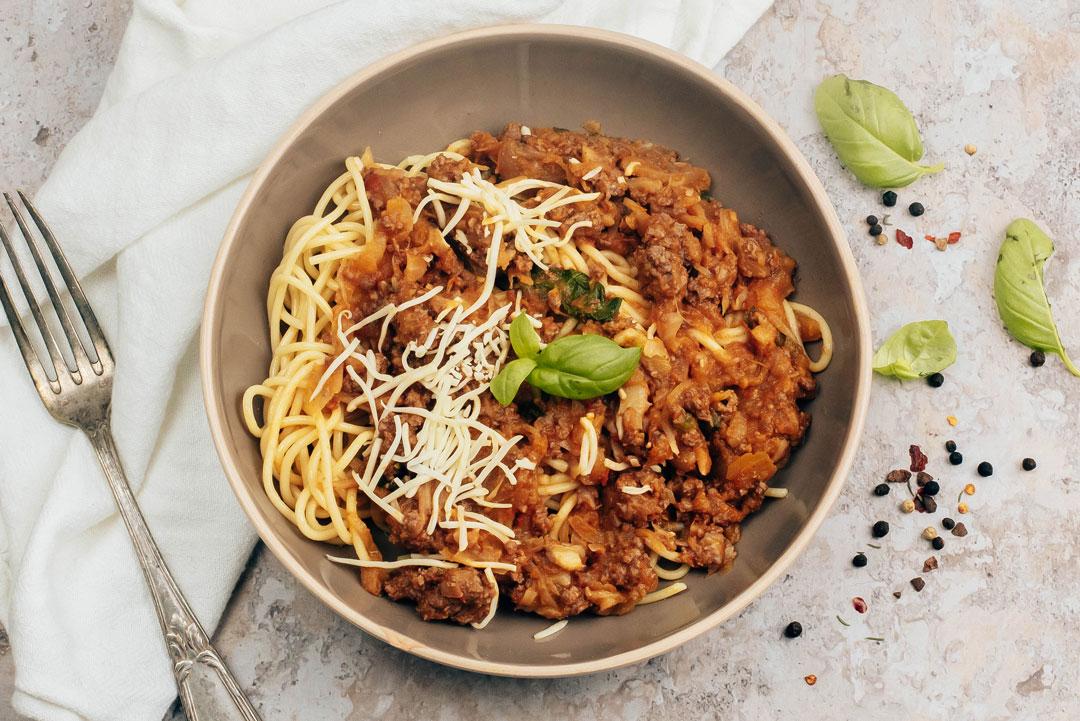 spaghettis-bolognaise-basilic