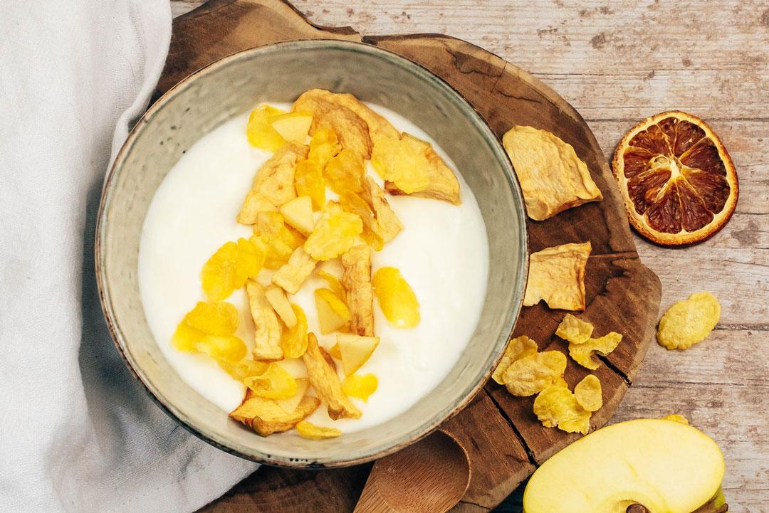 fromage-blanc-cornflakes-pomme-séchée